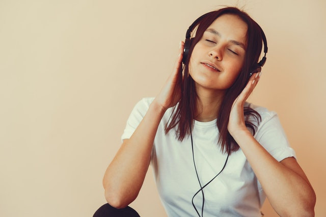 dreamy-young-woman-listening-to-music-in-headphones-4127625